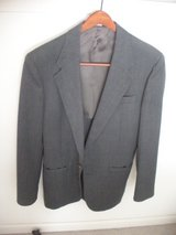 botony 500 gladiator gray 2 button blazer, taylored in usa, slim, appear 36 long in Plainfield, Illinois