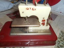 VINTAGE STRACO JET SEW-O-MATIC TOY SEWING MACHINE MADE IN ENGLAND in Kingwood, Texas
