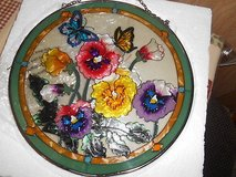 """New Round Hanging GLASS SUNCATCHER Pansies and Butterflies!! PRETTY 9"""" Excellent condition in Bellaire, Texas"""