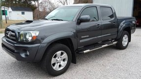 2010 TOYOTA TACOMA PRE-RUNNER DOUBLE CAB V6 AUTOMATIC 2WD 85K MILES!!! in Cherry Point, North Carolina