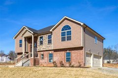 EXTRA LARGE MASTER SUITE in this 2400 sq. ft HOME in Clarksville, Tennessee