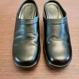 very good condition. black leather dansko womens shoes eu 40 us size 9. slip on. in Lockport, Illinois