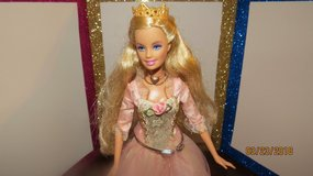 2004 Barbie Princess & Pauper Singing Anneliese Blonde Doll w/Gown, Crown, Necklace & Shoes in Macon, Georgia