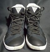 nike basketball shoes size 9 black white    free expedited shipping in Springfield, Missouri