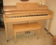 WURLITZER Spinet Piano - Vintage 1950's - Excellent Condition in Chicago, Illinois