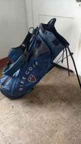 Nike Golf Bag - Navy Blue w/ Pop Out Legs and Backpack Straps in Bartlett, Illinois