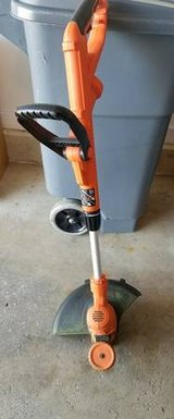 BLACK & DECKER LAWN/WEED EDGER TRIMMER WACKER GH900 in Glendale Heights, Illinois