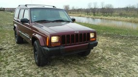 *!!PUT YOUR BOOTS ON!!* 2001 JEEP CHEROKEE V6 WITH ONLY 78K MILES in Oswego, Illinois
