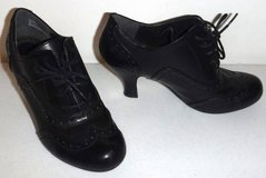 Sz 6M Rialto Black Lace Up Wing Tip Heels / Shoes in Joliet, Illinois