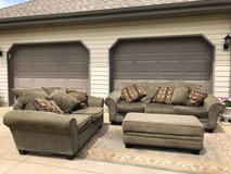 Couch & loveseat set good condition in Joliet, Illinois