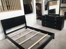 3pc Black Queen Size Bedroom Set-Beframe, 6 Drawer Dresser & Mirror in Bolingbrook, Illinois