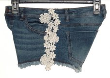 No Boundaries Frayed Crochet Floral Lace Denim Jean Shorts Womens 9 Juniors in Morris, Illinois