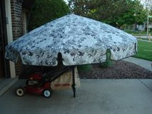 PICNIC TABLE UMBRELLA in Joliet, Illinois