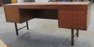 Very RARE MCM Directional Credenza, Desk in Schaumburg, Illinois