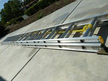 Louisville 28Ft. Aluminum Extension Ladder. Excellent Condition! in Travis AFB, California