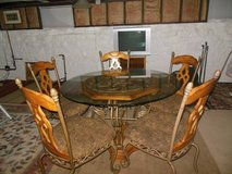 Nice  Table And 5 Matching Chairs in Naperville, Illinois