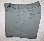 J.Crew Low Fit Weathered Army Green City Shorts, Flat Front, 5' Inseam, Size 8 in Aurora, Illinois