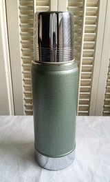 Vintage 1 Pint Aladdin Stanley Thermos A-943B Made in USA in St. Charles, Illinois