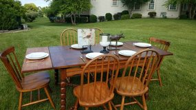 Country Set with Extendable Table & 6 Chairs in Plainfield, Illinois