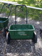 Scotts Lawn Spreader in Tomball, Texas