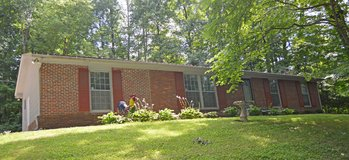 Renovated brick ranch on private wooded lot. in Fort Campbell, Kentucky