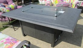 SALE Merchandise Mart Floor Sample - Outdoor Propane Fire-pit Table with Glass in Westmont, Illinois