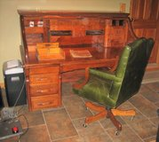 Beautiful Antique Banker's Oak Roll Top Desk - Late 1890's in Wheaton, Illinois