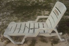 Patio Chaise / Chair - Seat CRACKED in Wilmington, North Carolina