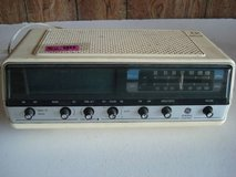 vintage am/fm radio (shown as is) fm does not work in Naperville, Illinois