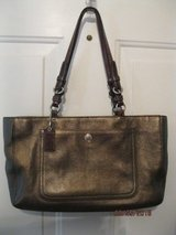 coach  leather chelsea carryall shoulder purse bag, euc in Bartlett, Illinois