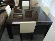 Beautiful Lacquered Dining Room Table and Four Leather Chairs - Deliv in Tacoma, Washington