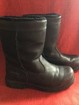 Khombu men's size 8 snow boots in Naperville, Illinois