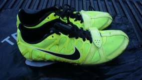 Nike Size 7.5 Track Shoes in Morris, Illinois
