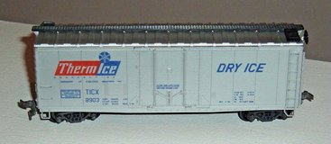 HO Scale ThermIce Dry Ice 40' Plug Door Reefer Box Car 8903 AHM in Joliet, Illinois