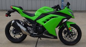 LOW MILES - 2015 Kawasaki Ninja 300 ABS, like new in Kingwood, Texas