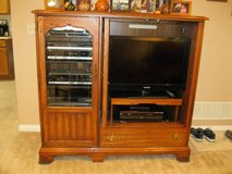 "32"" Flat screen TV, Turntable & Oak Entertainment center $150 for ALL in Bolingbrook, Illinois"