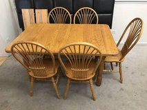 6pc Oak Spindle Back Dining Set with leaves in Naperville, Illinois