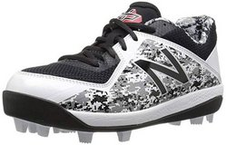 Boys Size 4 BB Cleats in Lackland AFB, Texas