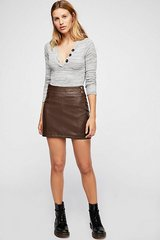 NWT -- Free People Retro Vegan Bodycon Leather, Washable Brown Mini Skirt, Sz 8 in Joliet, Illinois
