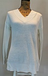 ANN TAYLOR Natural V-Neck High/Low Sweater, Acrylic/Nylon, Medium in Joliet, Illinois