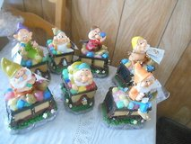 New Disney Snow White's 7 Dwarves Solar Garden Gnomes Figures w/ Treasure Chest in Bellaire, Texas