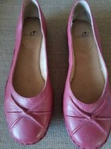 I Comfort ladies leather padded flats size 7 in Camp Pendleton, California