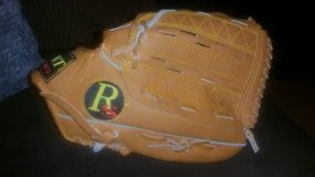 "Regent 07209 Youth Baseball T-ball Glove 10"" in Fort Campbell, Kentucky"