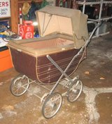 Vintage (maybe Antique) Baby Buggy in Naperville, Illinois