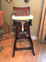 Wood High Chair + 2 Trays & 2 Cushions - SUMMER INFANT in Lockport, Illinois