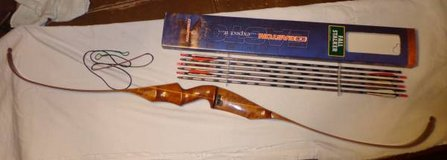 NICE VINTAGE CHEETAH RECURVE BOW, RH 64 ins; #41 in Chicago, Illinois