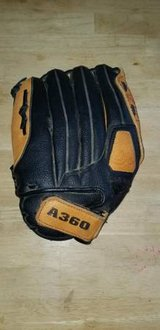 Wilson Rawlings Baseball Softball Gloves Mitts Catchers First Baseman in Chicago, Illinois