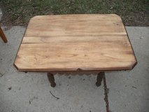 TABLE EAST LAKE STYLE  VINTAGE in Tinley Park, Illinois
