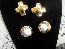 2 pairs of vintage clip on gold earrings in Las Cruces, New Mexico