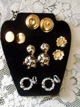 5 pr vintage colorful fashion costume jewelry clip on earring lot in Alamogordo, New Mexico